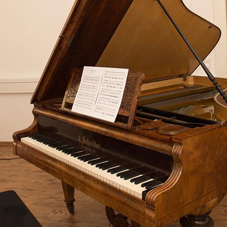 Klavier 450x450